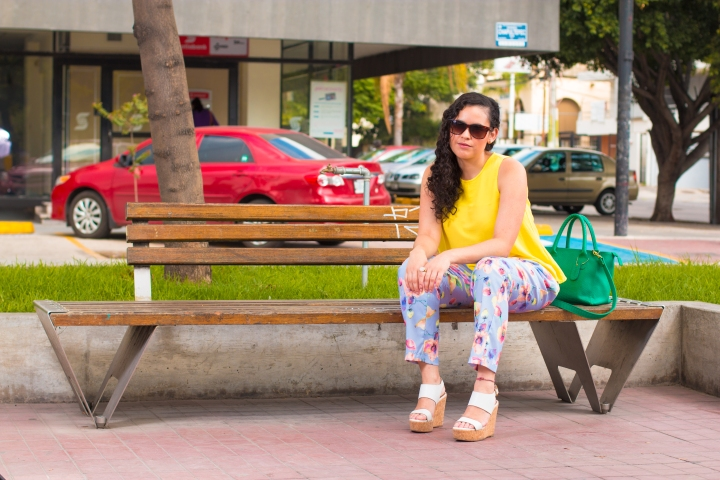 Floral pants and yellow top to say goodbye to summer