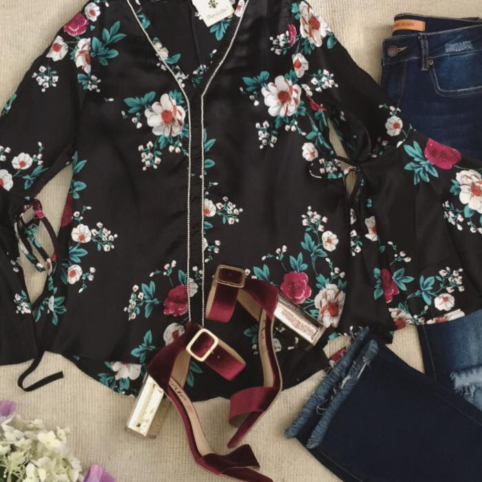 Malibú by Marlene outfit blusa obscura con flores