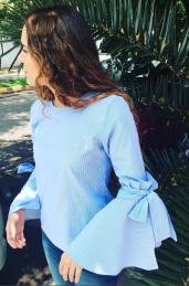 Tiska Blusa azul mangas anchas